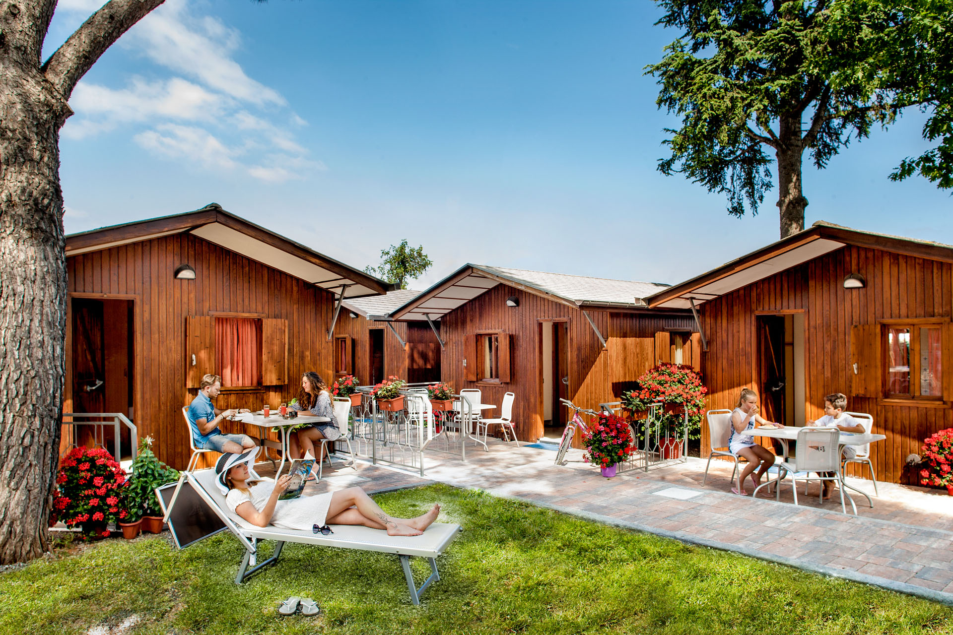 Liguria camping bungalows chalet riviera dei fiori campeggio for Planimetrie dei bungalow spagnoli